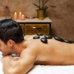 6 avantages du massage aux pierres chaudes
